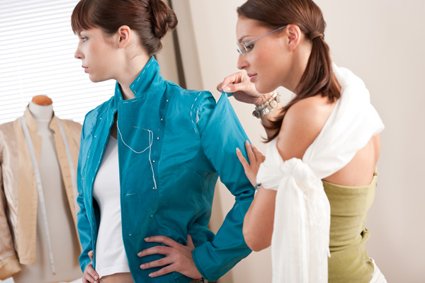 Подгонка одежды по фигуре в ателье